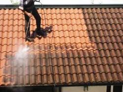 Comment bien nettoyer sa toiture ?