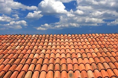 comment nettoyer une toiture en tuile romane